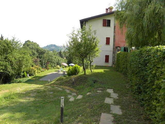 AMINTA nella natura 2^ piano - Bergamo - Huis