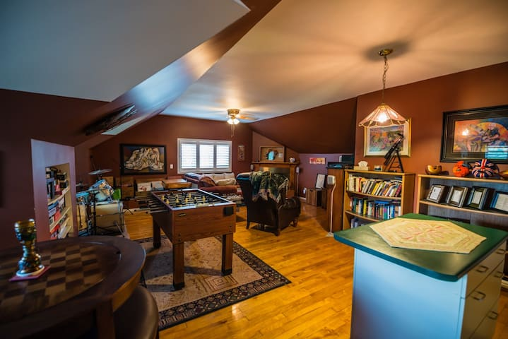 Common Area/Games Room/Kitchenette shared with Robert Louis Suite
