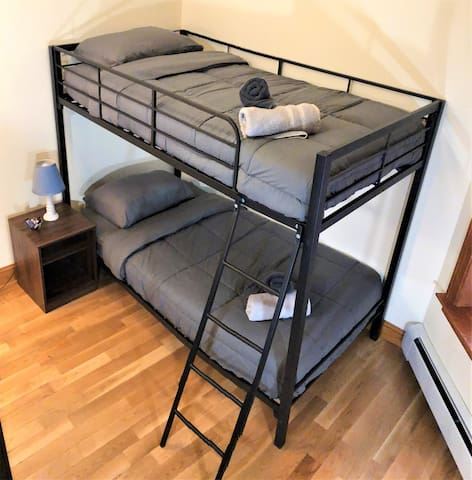 Private Bunk Bed Room in Great Location