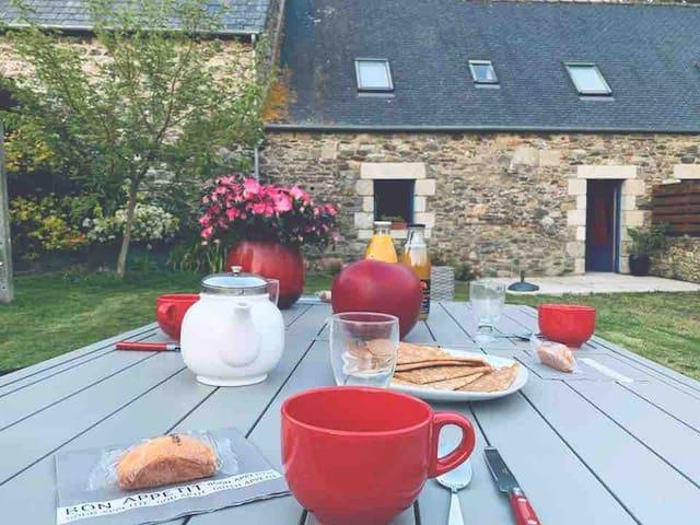 Cottage douillet dans propriété du 13eme. Wifi