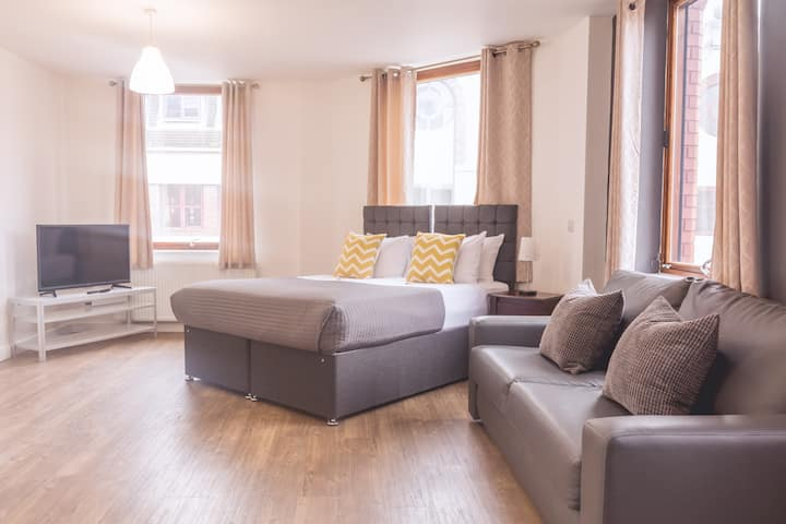 Modern Liverpool city Centre Executive Studio
