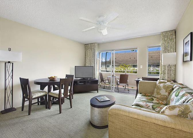 Bright, spacious dining/living room with patio doors to lanai