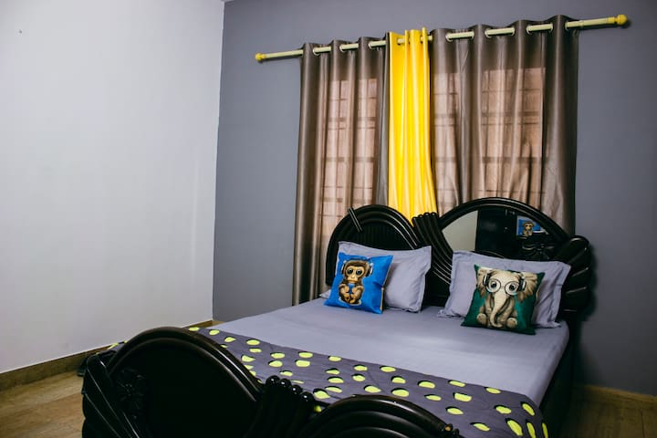 HomeSlice Cedar : Private Room in a 4bhk @ HSR