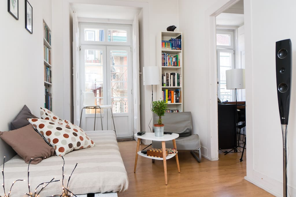 charming room in center chiado appartements louer lisbonne lisbonne portugal. Black Bedroom Furniture Sets. Home Design Ideas