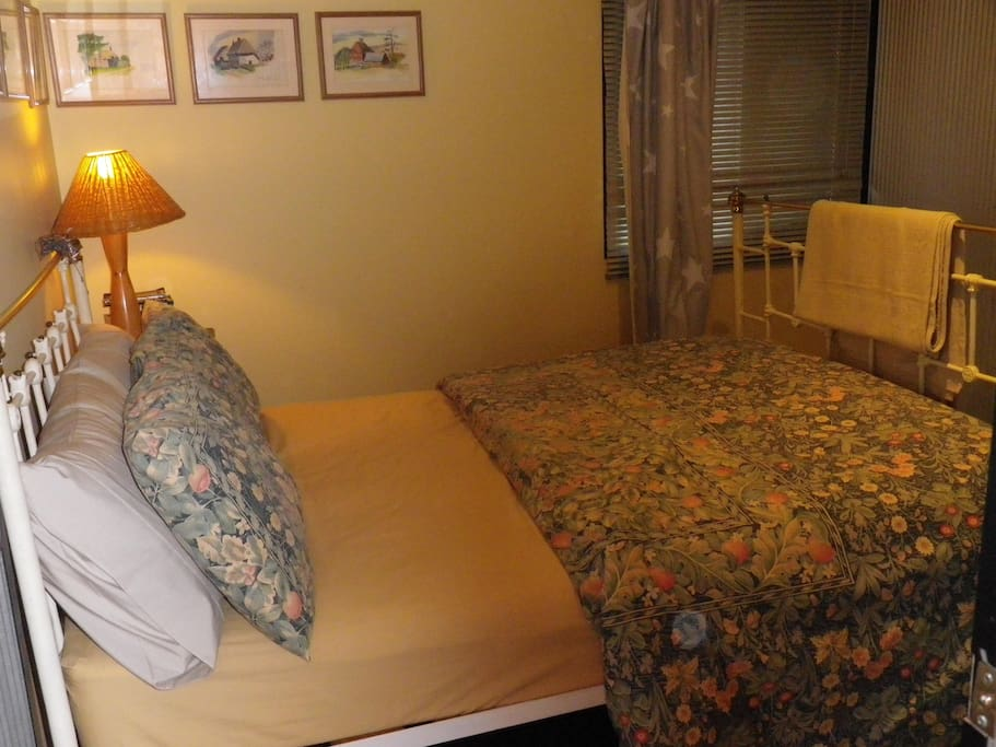 Double bedroom with electric blanket, Also four bunk bedroom