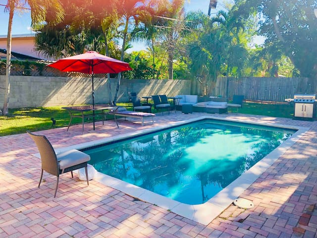 Miami Rock House ( POOL) Prime Location-UM walking