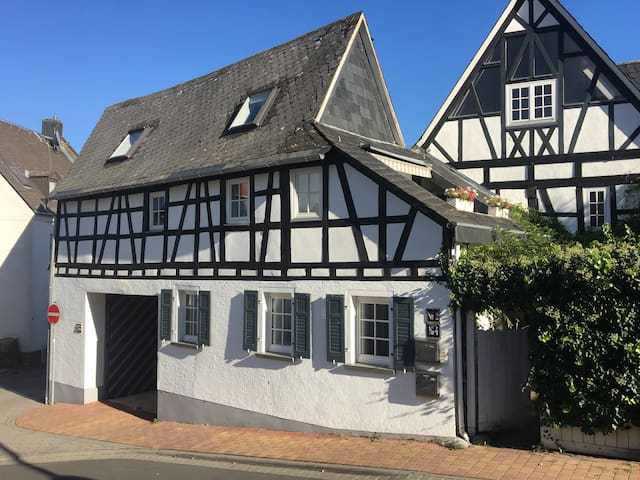 Historic Wine Cottage near Wiesbaden / Mainz