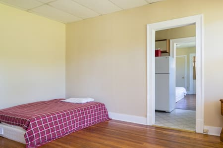 Center of Berkshires Apartment - Pittsfield - Apartamento