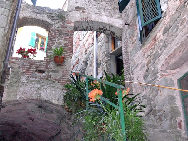 Wide studio flat for 2/3 people: heart of 5Terre! - Corniglia - Rumah