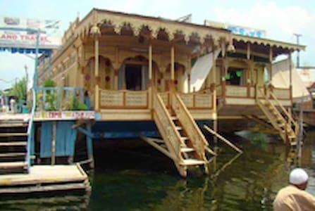 Kashmiri Houseboat Stay - srinagar - Bateau