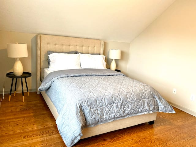 Anna Room** Spacious,Parking  Downtown ,OSU,Mapre