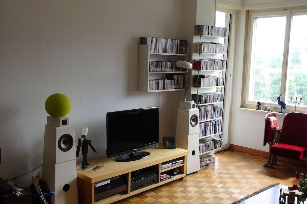 TV écran plat, chaine hifi et nombreux dvd et cd à votre disposition