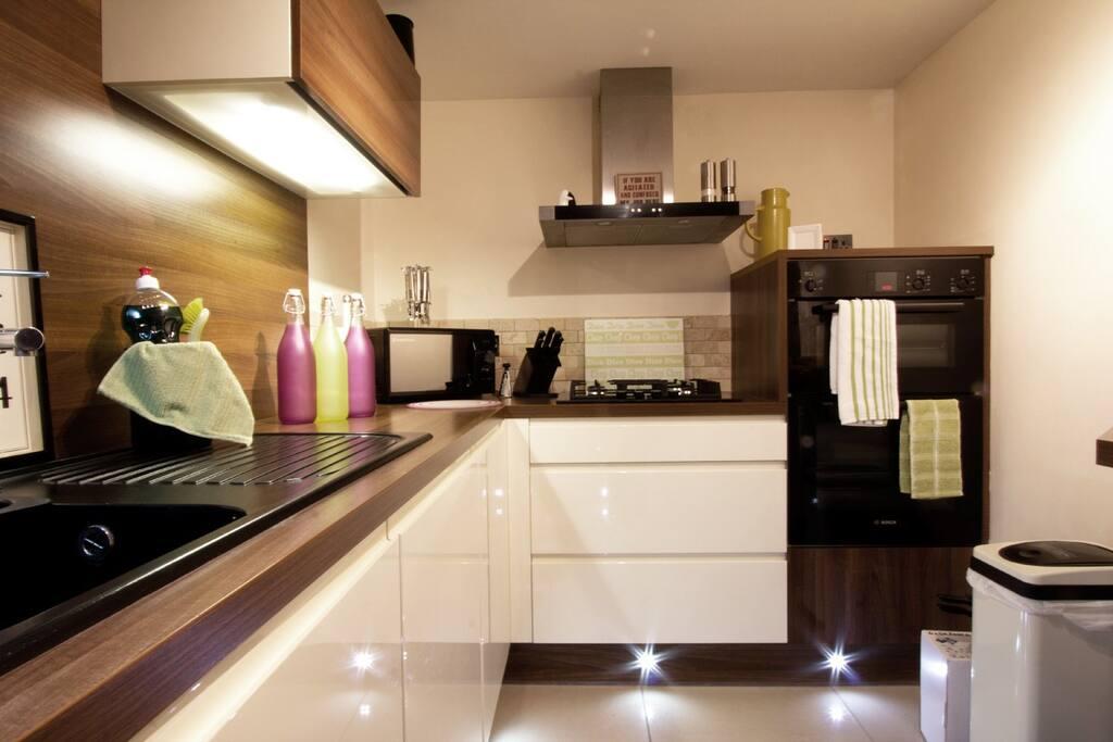 Electric Ovens, gas hob, microwave, fridge/freezer and dishwasher