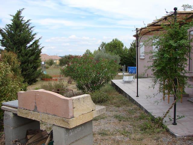 Chambres : la semaine 240€ - Lézignan-Corbières
