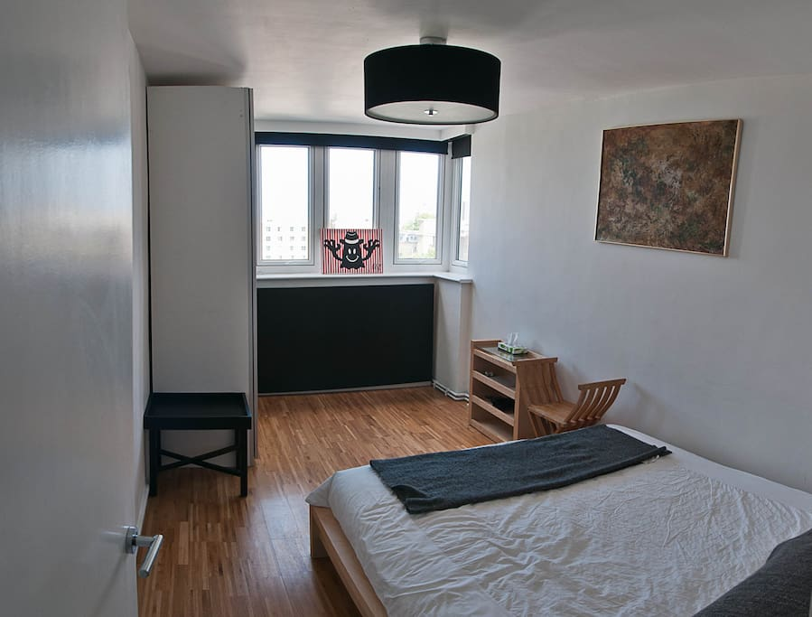 King size bed with comfortable mattress, Sliding door wardrobe, lovely view over the city