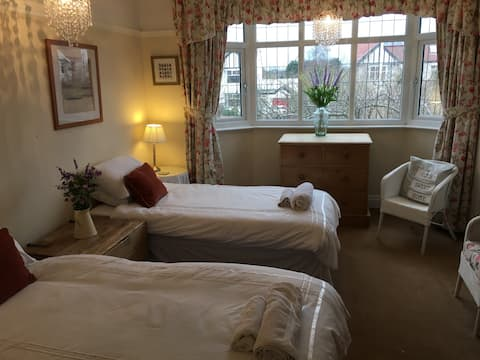 Southport/Liverpool (Ainsdale - Formby) 3 beds.