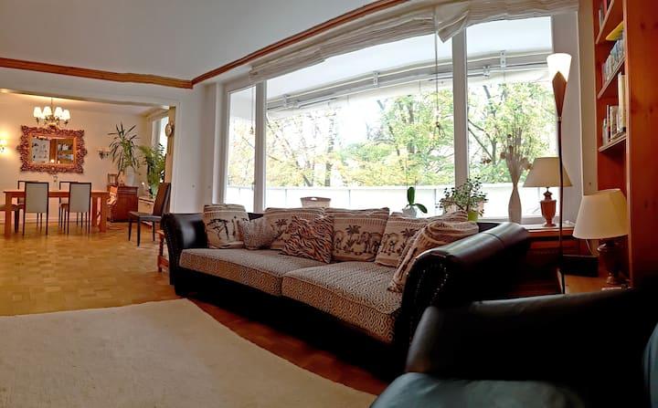 Wohnung mit Balkon im Herzen Augsburgs. 105qm