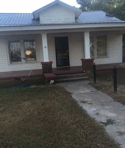 1 room in a 3 bedroom house - Tuscaloosa