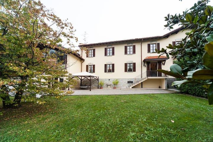 Villa al centro di Como, Varese, Lugano,  Milano