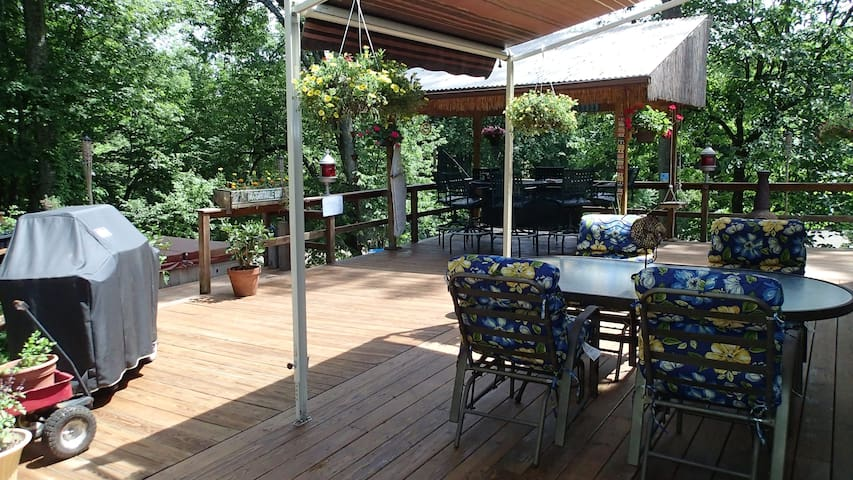 House w/ outdoor hottub and tikibar - Rosendale - Hus