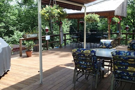 House w/ outdoor hottub and tikibar - Rosendale
