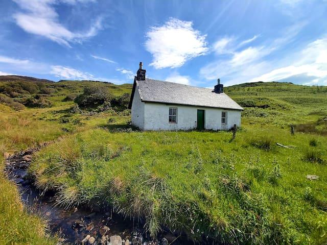 Bearnus Bothy on Isle of Ulva