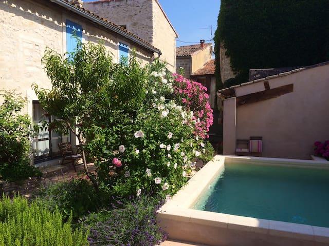 Safe haven in historic center - Villeneuve-lès-Avignon - Apartment