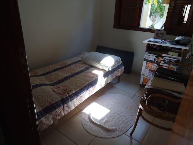 Quarto com 1 cama de solteiro