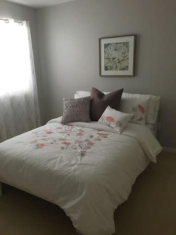 Beautiful, bright bedroom w/ private full bathroom