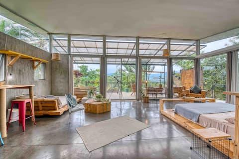 Beautiful views/huge loft, balcony,quiet,comfort