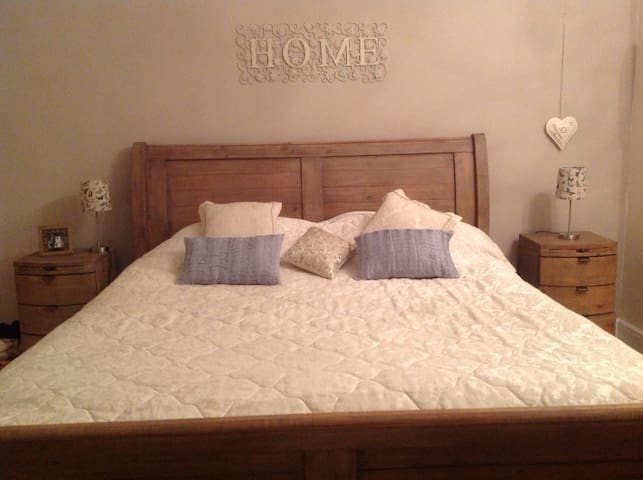 Large Bedroom, private bathroom & snug room! - Darlington - House