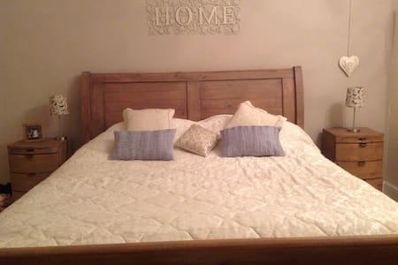 Large Bedroom, private bathroom & snug room! - Darlington - Σπίτι
