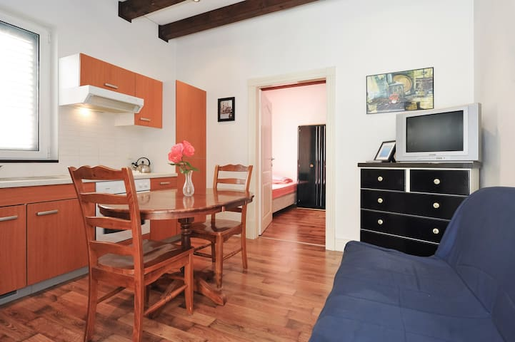 Central, 2 min 2 OLD TOWN apartment - Zadar - Apartment
