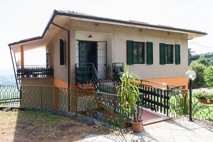 SUNSET HOUSE  =  mare e collina - Pietrasanta - Villa