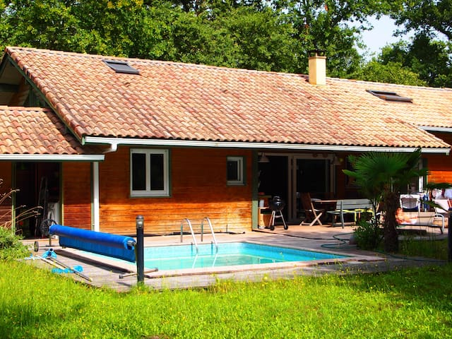 Villa avec piscine et jardin - カップブルトン - 別荘
