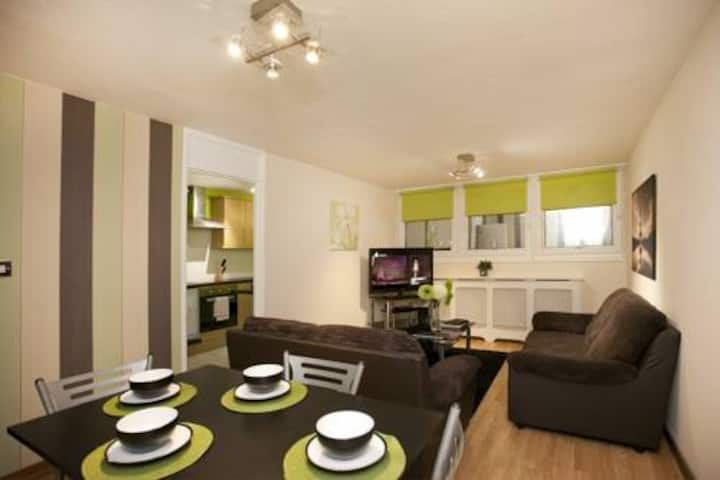 By Trent University 4Bed Apartment-Victoria Centre