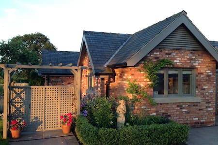 Charming Detached Studio-Annexe - Budworth Heath
