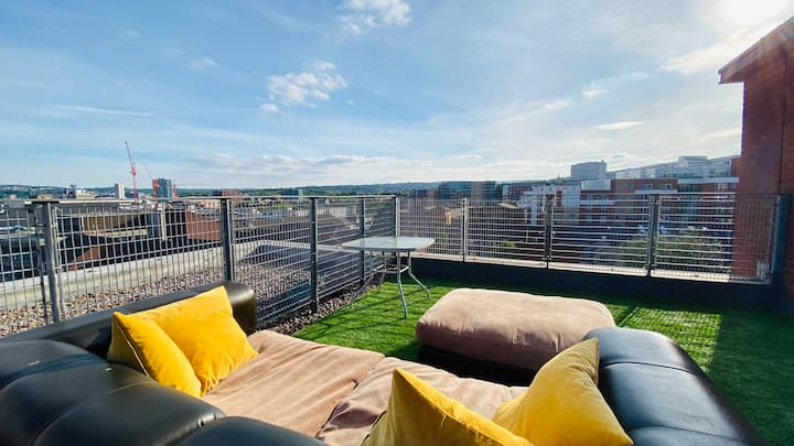 Penthouse - Rooftop Terrace, City Centre + Parking