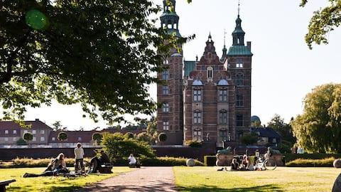 Kings Garden = Kongens Have = Rosenborg Have