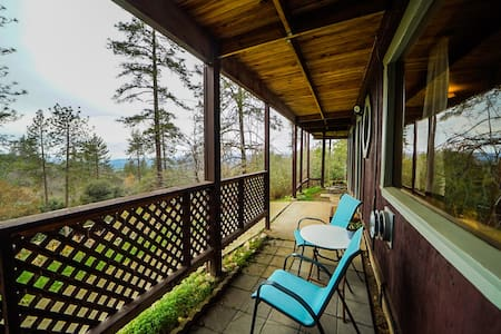 Peaceful, Private Suite on Picturesque 5 acres!