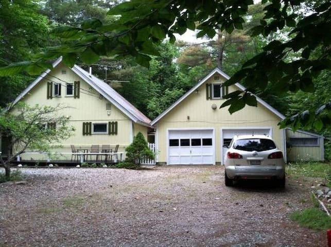 Maine Chalet near N. Conway, w/ pool & lake access