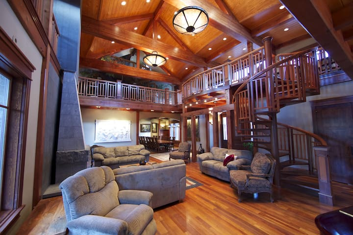 17,000 Square Feet of Luxury - Smithfield - Dům