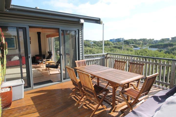 Sandy Retreat - Top Level / Modern beach house