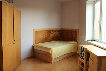 a room in a single family house  - Киев - Ev
