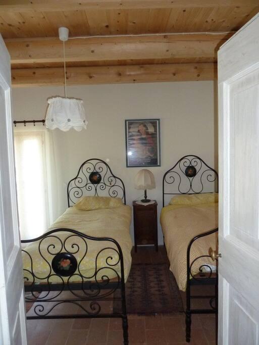 camera da letto con letto matrimoniale oppure 2 letti singoli