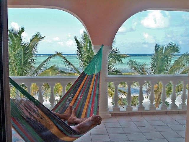 Beautiful Spacious Oceanfront Condo - Xcalak - Villa