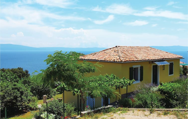 Holiday cottage with 2 bedrooms on 60 m² in Labin