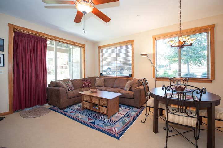 Cozy Family Condo Near Squaw and Donner!