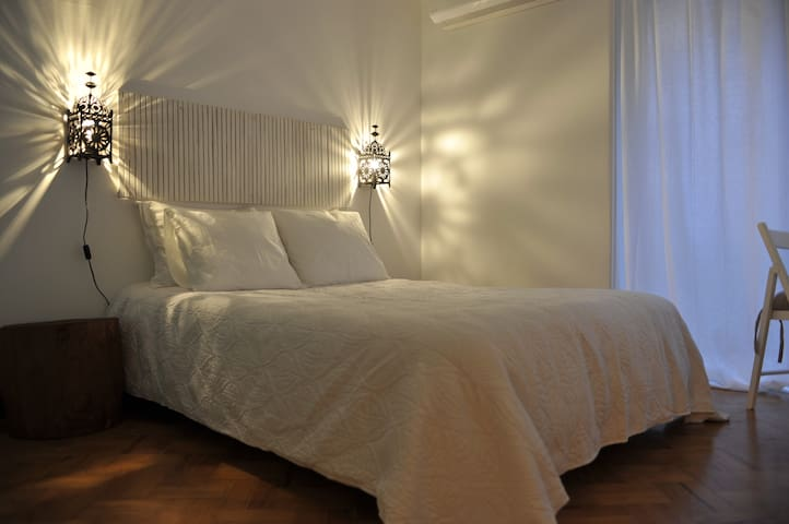 Carcavelos Surf House -Double White - Carcavelos - Bed & Breakfast