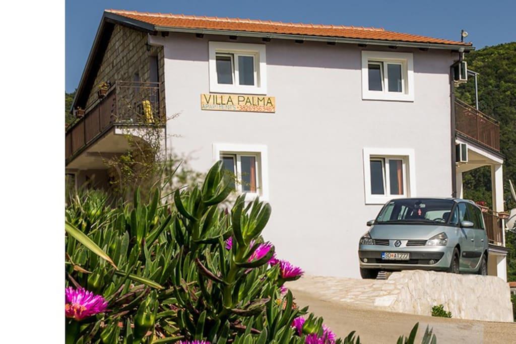Villa Palma имеет частную парковку рассчитанную на 7 автомобилей.